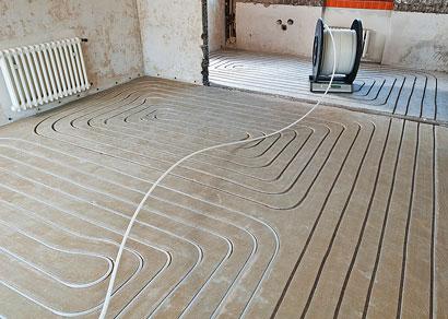 Mit neuer Frästechnik zur Fußbodenheizung
