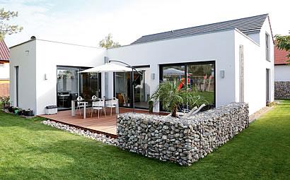 Modernes stilelement rund ums haus for Modernes haus terrasse