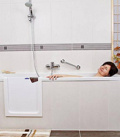 badewanne mit t r. Black Bedroom Furniture Sets. Home Design Ideas