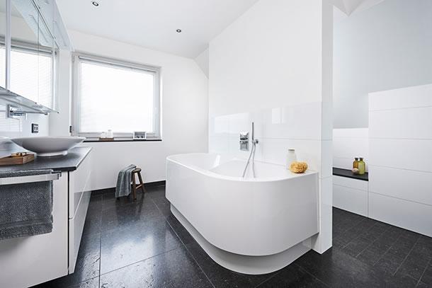bad unter der dachschr ge. Black Bedroom Furniture Sets. Home Design Ideas