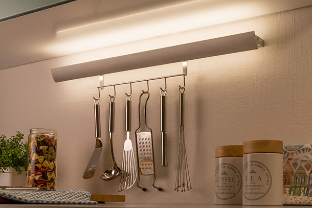 Swing-Kitchen-Rail&Hook-LED-Leiste, Bild: Paulmann Licht GmbH