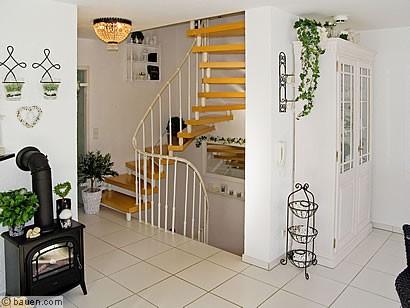 viel platz auf allen ebenen treppe und treppen ausbau innenausbau. Black Bedroom Furniture Sets. Home Design Ideas