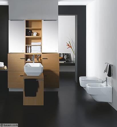 Mann gibt sich im badezimmer weiblich for Badezimmer jasper