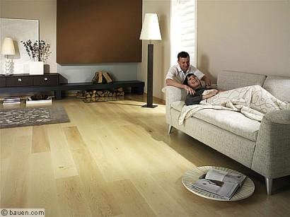 mit holzfu boden akzente setzen bodenbel ge wohnen leben. Black Bedroom Furniture Sets. Home Design Ideas