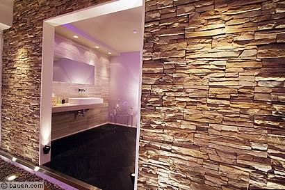 Schönes Beispiel Für Den Einsatz Des Restrukturierten Natursteins:  Betonwerkstein In Anmutung Eines Spaltreichen Kalksteins Aus