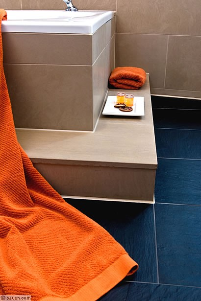fliesen veredeln das badezimmer. Black Bedroom Furniture Sets. Home Design Ideas