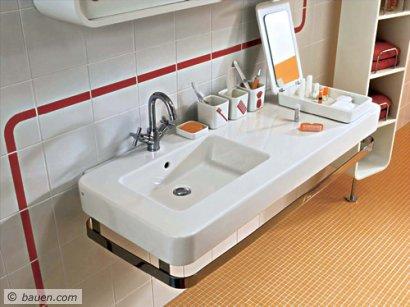 """Abgerundete Kanten und eine Art """"Plastic-Pop"""" – das ist der neue Stil in der Waschtischwelt. Der """"Softcube""""-Waschtisch bietet eine Menge Ablagefläche. Foto: VitrA"""