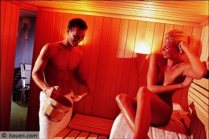 Bereits 1,6 Millionen Haushalte in Deutschland sind stolze Saunabesitzer. Kein Wunder, denn die Sauna ist ein wahres Raumwunder ganz nach dem Motto Platz ist in der kleinsten Hütte. - Bildquelle: Gütegemeinschaft Saunabau e.V., Wiesbaden.