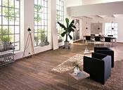 Die Ausdruckskraft hochwertiger Materialien in einem Raum vereint: Leder, Stahl, Glas und edles Holz. - Foto: Terhürne